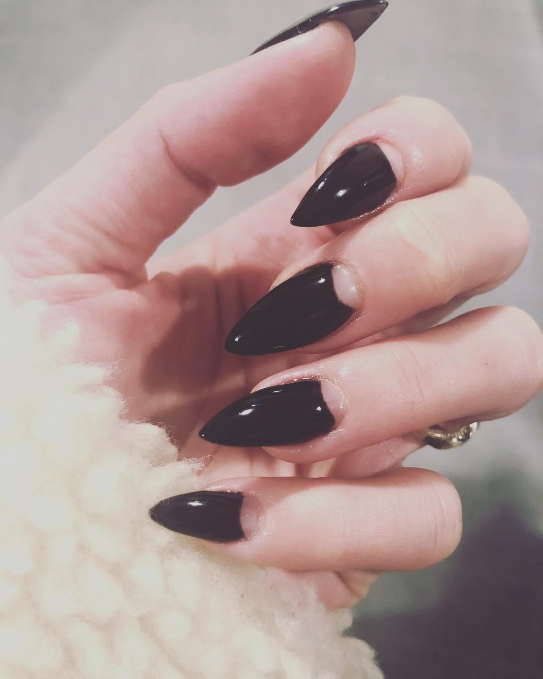 elegant black nail designs 2019 11 - Elegant Black Nail Designs 2019