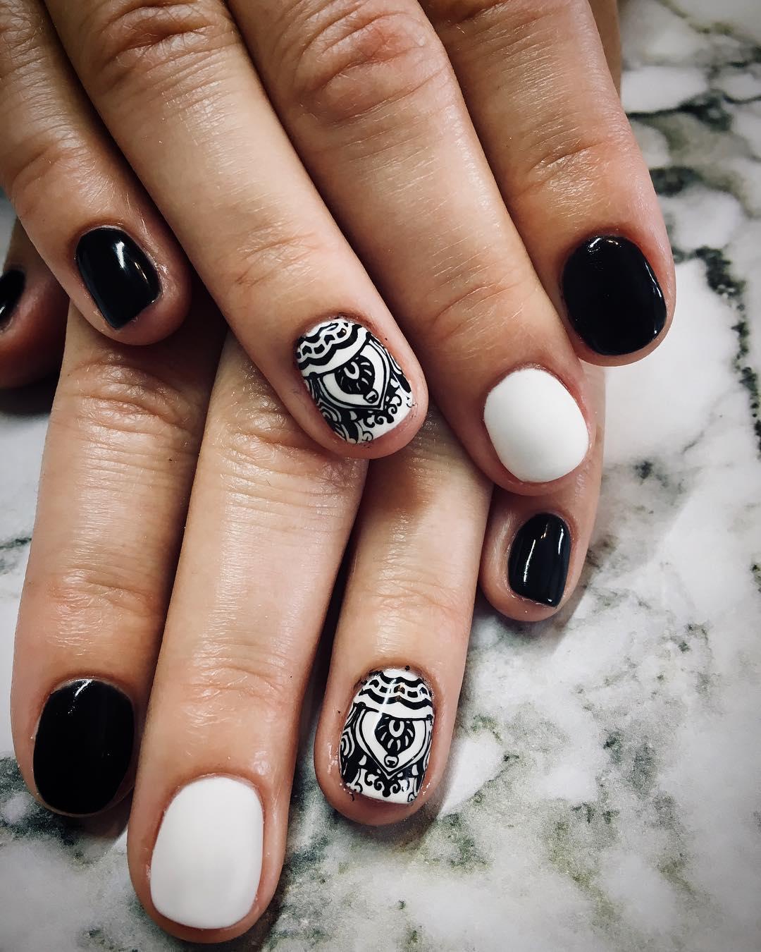 incredible black and white nail designs 10 - 16 Incredible Black and White Nail Designs