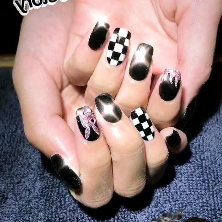 incredible black and white nail designs 6 - 16 Incredible Black and White Nail Designs