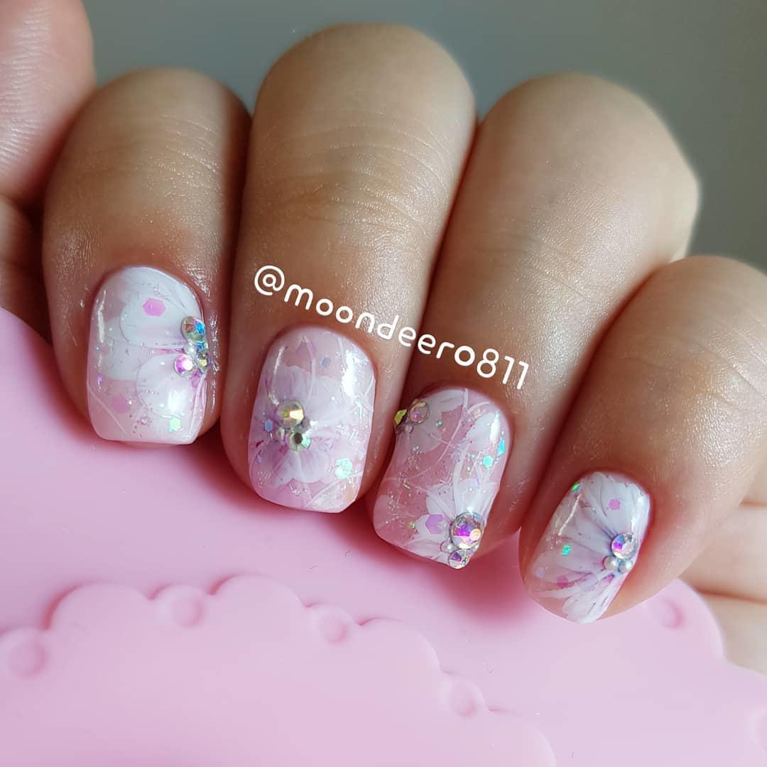simple flower nail design ideas 2019 20 - 24 Simple Flower Nail Design Ideas 2019
