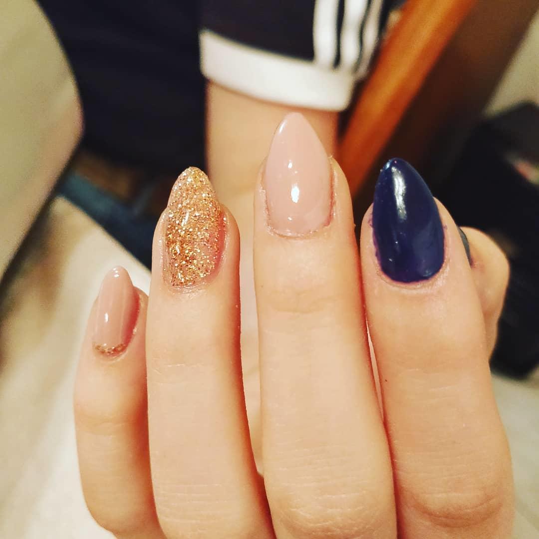 smashing glitter nail polish designs and ideas 2019 17 - Smashing Glitter Nail Polish Designs and Ideas 2019